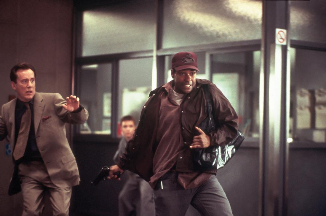 John quyết định dùng súng khống chế toàn bộ người bệnh viện làm con tin cho tới khi các bác sĩ đồng ý làm phẫu thuật cho Michael.