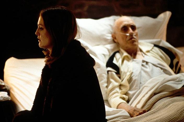 Ông già Earl Partridge phải đếm những khoảnh khắc cuối đời bên giường bệnh.