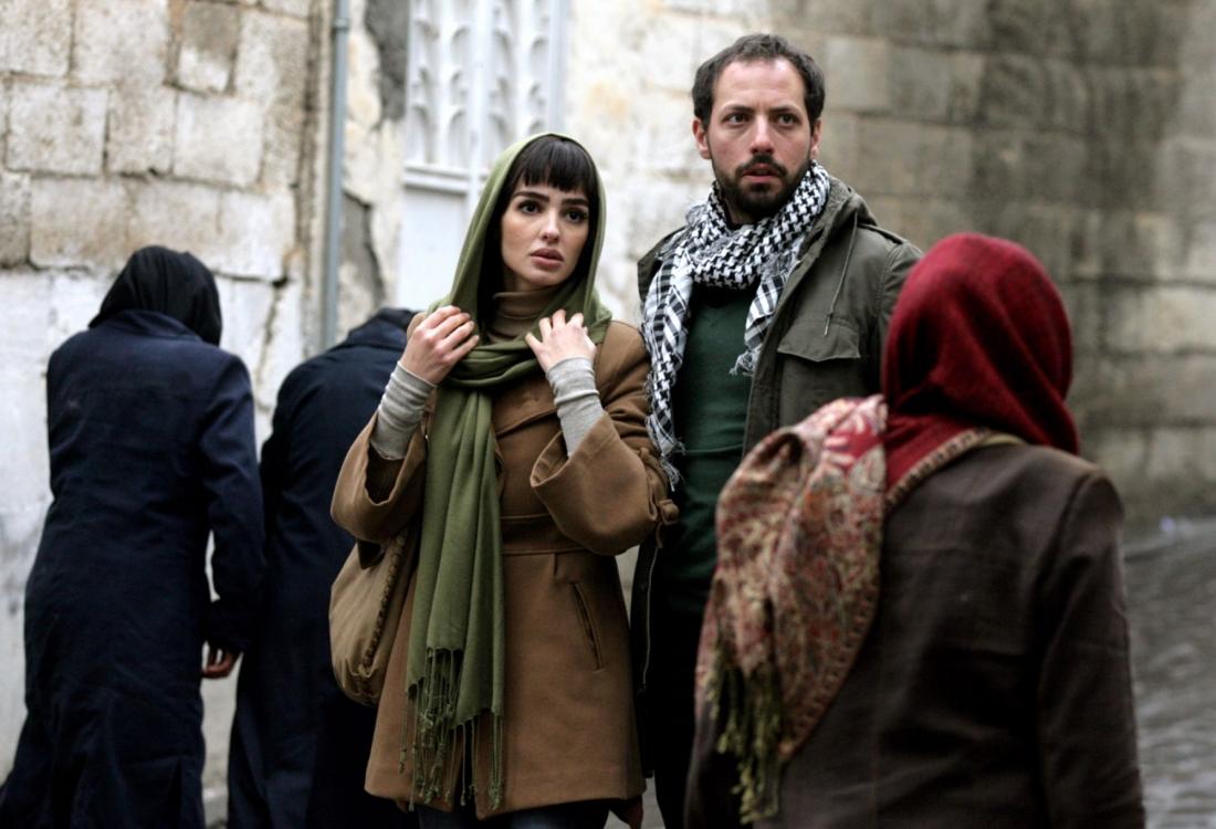 Mehrnoush Esmaeilpour trong vai Leyla và Philip Arditti vai Majit.