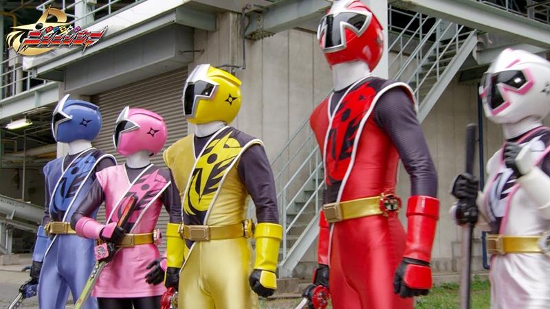 Những siêu nhân Ninja tập hợp với nhau.