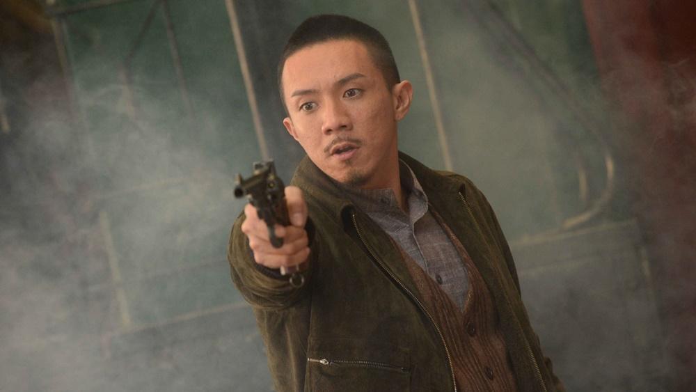 Kim Hoa là một cảnh sát hay lạm dụng chức quyền để nhận hối lộ. Trong một lần điều tra vụ án buôn người, Kim Hoa quen biết với Lương Tâm.