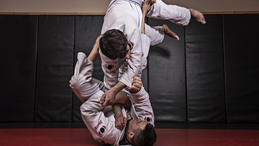 Ở Việt Nam, phong trào luyện tập Jiu Jitsu vẫn đang ở những bước đầu.