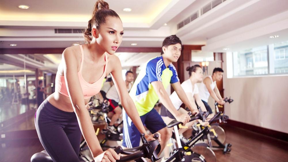 Tập luyện thể dục tại nhà ngày càng được ưa chuộng vì sự tiện lợi, thay vì đến phòng tập.