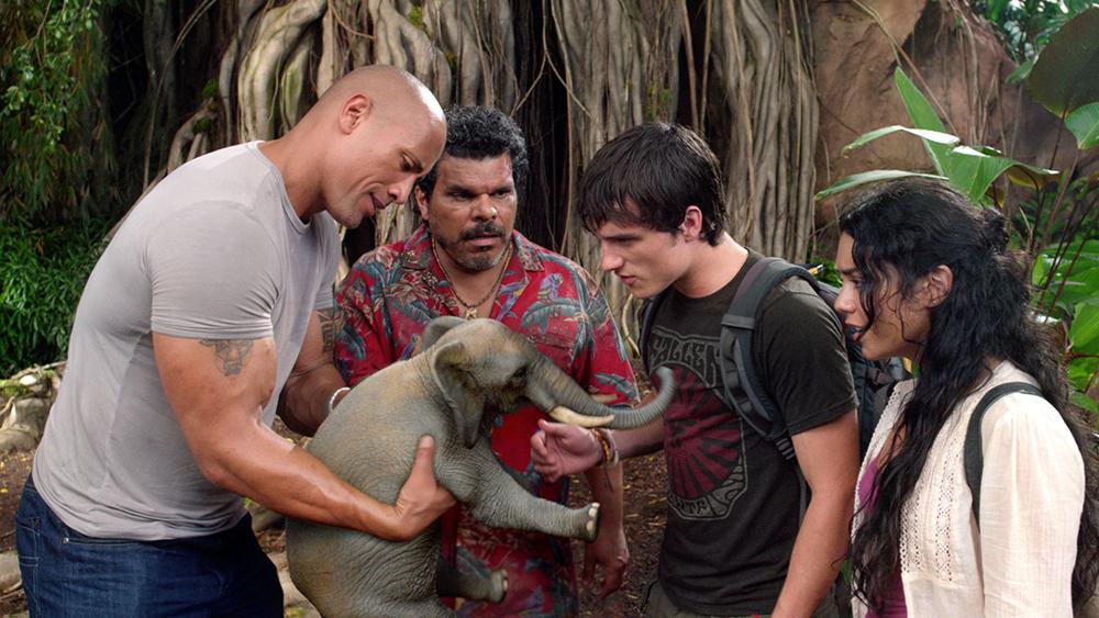 Với cha dượng Hank cùng hai cha con phi công ''đũa lệch'', Sean lên đường thám hiểm vùng đất mới...