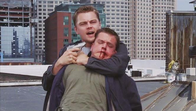 Hai tài tử Leonardo DiCaprio và Matt Damon trong một cảnh phim ''The Departed''.