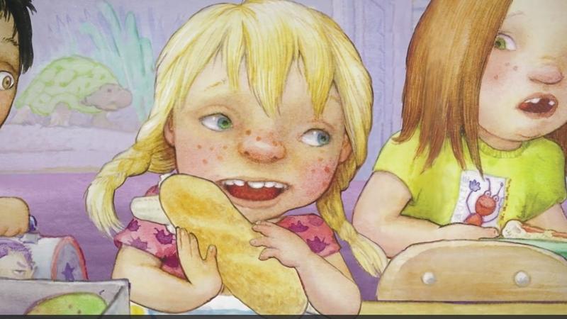 Ngày thứ Hai Carla mang chiếc bánh đi học.