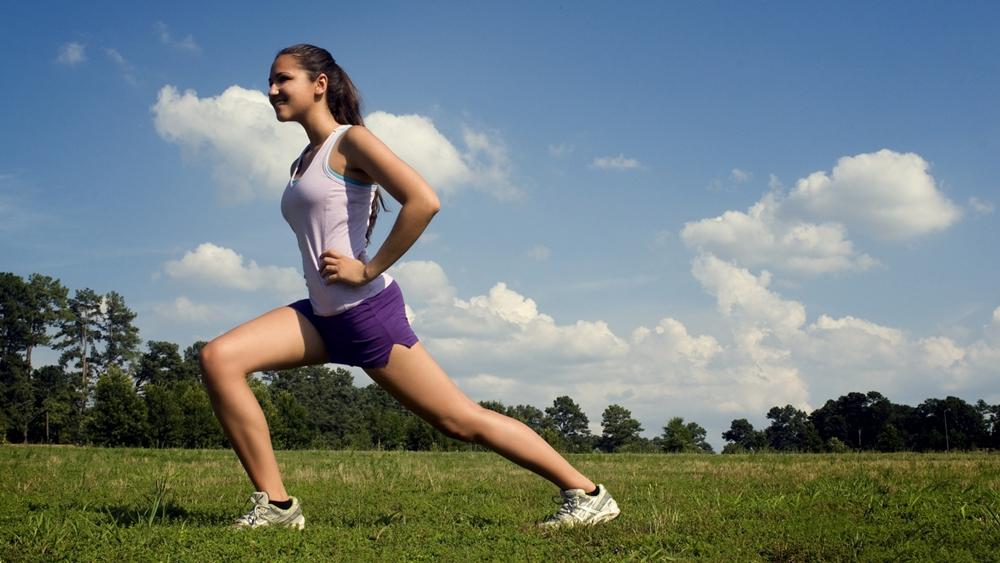 Những phương pháp luyện tập bao gồm yoga, hít xà...