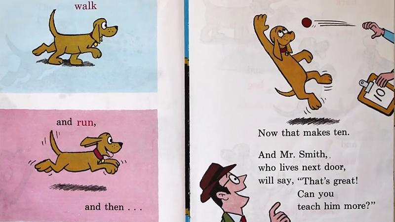 Chú chó đang được chủ nhân dạy học các từ mới.