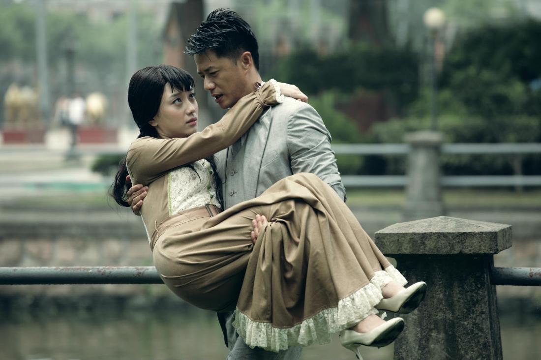 Bích Lan luôn theo sát giúp đỡ Văn Lộc hoàn thành con đường cách mạng của gia tộc anh và giữa hai người dần nảy sinh tình cảm.