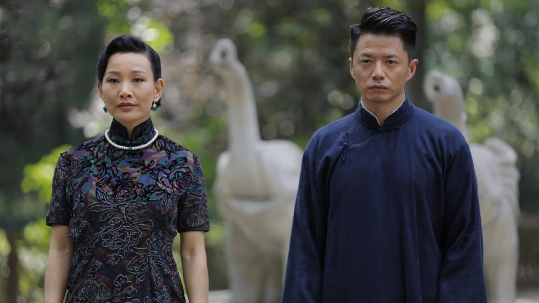 Trần Xung trong vai chị Hai và Đoạn Dịch Hoành trong vai Mạnh Văn Lộc.