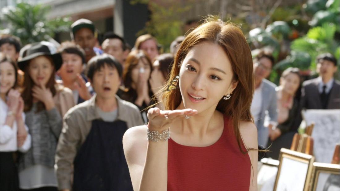 Sau khi bị chồng phản bội và gặp tai nạn giao thông, Sa Geum Ran đã tìm đến bác sĩ thẩm mỹ Han Tae Hui để nhờ anh giúp mình trở nên xinh đẹp.