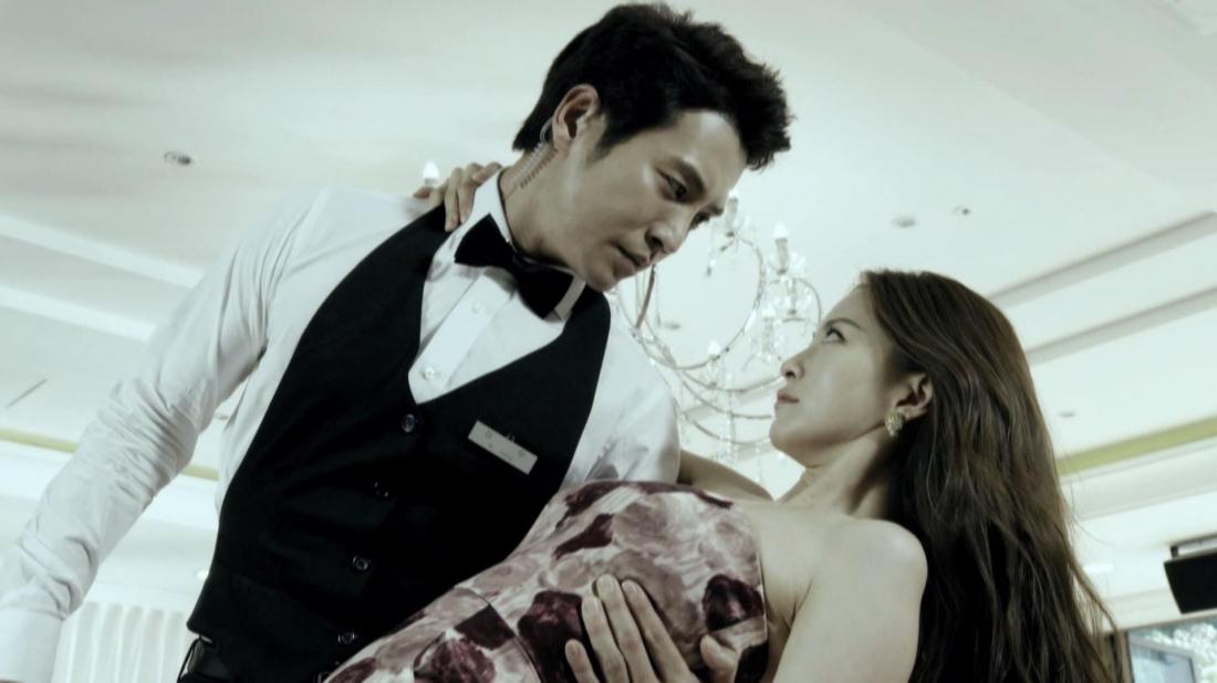 Sa Geum Ran và bác sĩ thẩm mỹ Han Tae Hui.