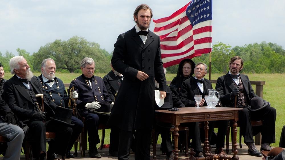 Phim là câu chuyện giả tưởng về cuộc đời Abraham Lincoln - tổng thống đời thứ 16 của hợp chúng quốc Hoa Kỳ.