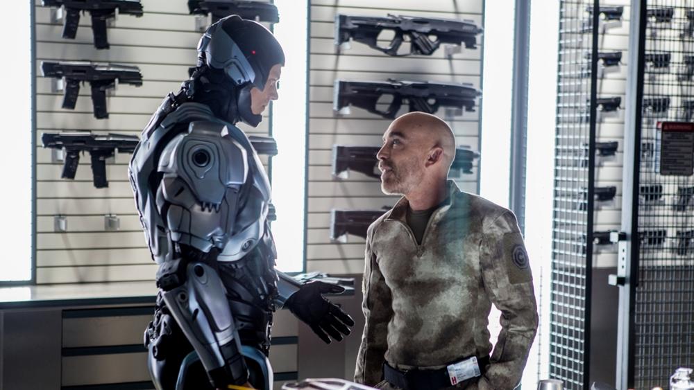 Anh đã được tập đoàn công nghệ Omni Corp ''hồi sinh'' bằng một phương pháp chưa từng có là kết hợp cơ thể với robot nhằm duy trì sự sống...