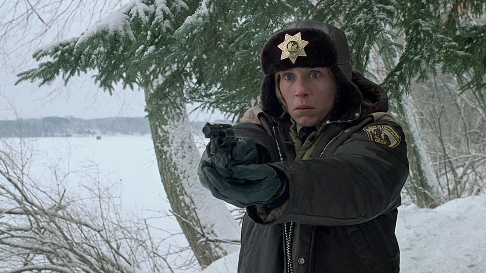 ... với nữ cảnh sát đang mang thai Marge Gunderson.