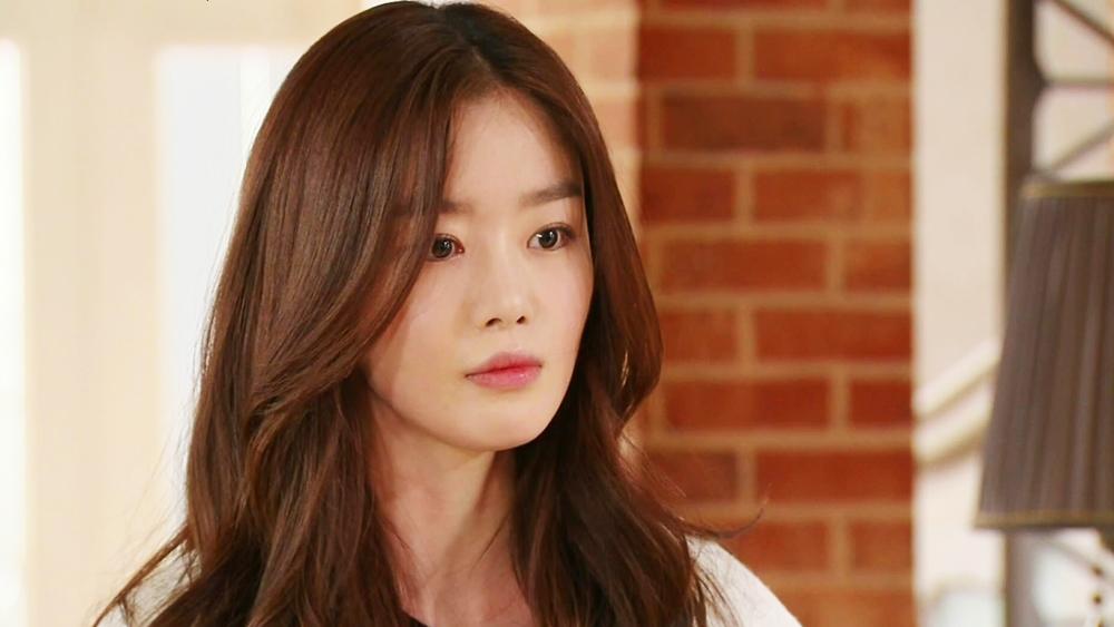 Baek Jang Mi là một cô gái xinh đẹp xuất thân từ gia đình giàu có