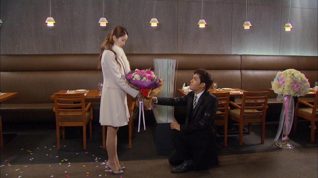 Cặp đôi Eun Ji và Ji Suk vừa nhận được sự đồng ý của gia đình hai bên thì cô gái không may gặp tai nạn.