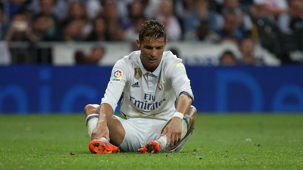 Lã cỗ máy ghi bàn nhưng không ít lần trong sự nghiệp, Cristiano Ronaldo bỏ lỡ những cơ hội mười mươi.