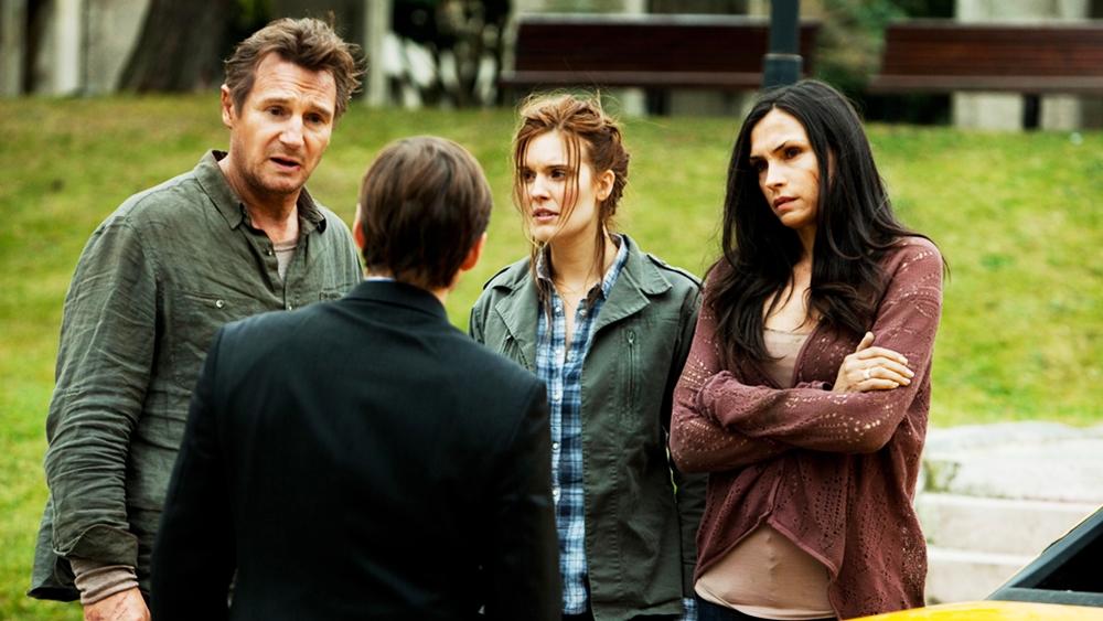 Trong một chuyến đi tới Itstanbul, Bryan có mời vợ cũ Lenore và cô con gái Kim cùng tới du lịch cùng mình