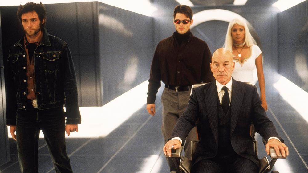 Họ tập trung tại một ngôi trường của giáo sư Charles Xavier để ông giúp cho họ sử dụng năng lực của mình một cách đúng đắn và có ích