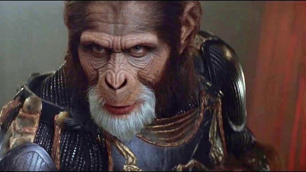 Captain Leo Davidson bị lạc vào một hành tinh do khỉ nắm quyền và con người làm nô lệ