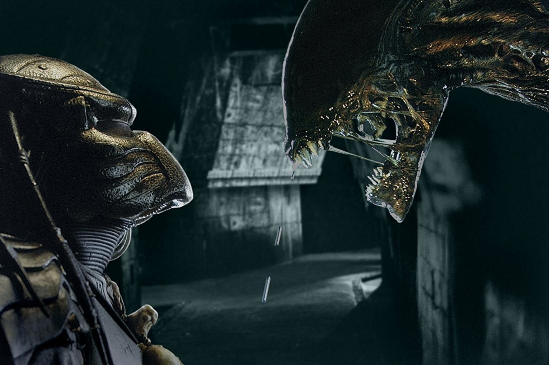 ''Alien vs. Predator'' là tác phẩm ngoại truyện, kết hợp hai thương hiệu quái vật đình đám của Fox.