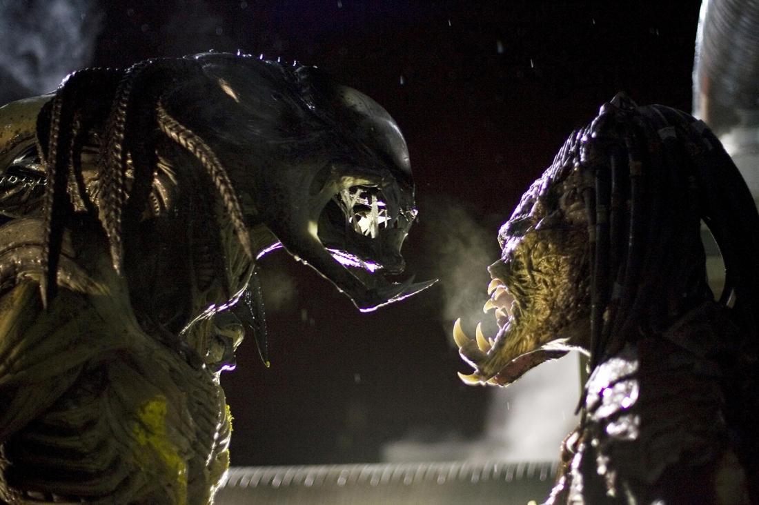 Cuộc đối đầu của hai quái vật trong ''Aliens vs. Predator: Requiem''.