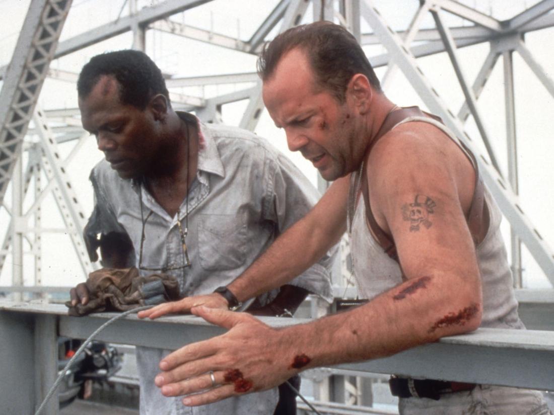 Khi những trái bom bắt đầu đếm ngược, McClane không còn cách nào khác là phải lao vào cuộc chạy đua từng giây với lưỡi hái tử thần treo lơ lửng.