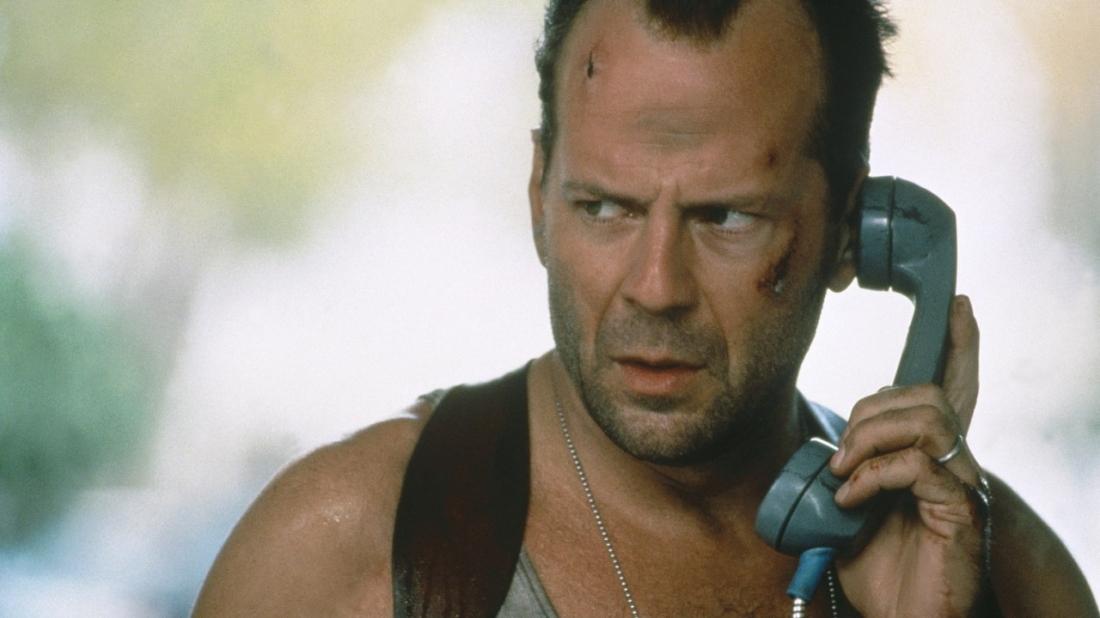 Tên điên loạn tự xưng là Simon gọi tới sở cảnh sát để lại lời nhắn ngắn gọn cho người hùng của New York - John McClane.