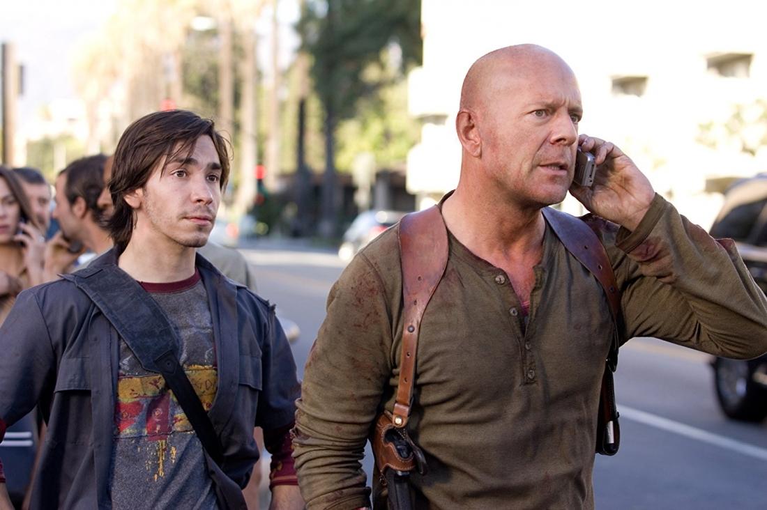 Mọi thứ trở nên hỗn loạn, McClane buộc phải đi tìm Thomas nhưng không ngờ cô con gái nhỏ của McClane cũng bị cuốn vào vụ này.