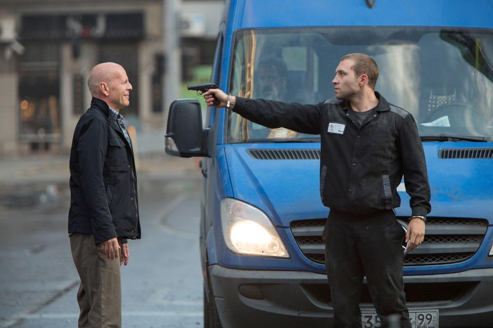 Bruce Willis trong vai John McClane và Jai Courtney vai Jack McClane - con trai của John.