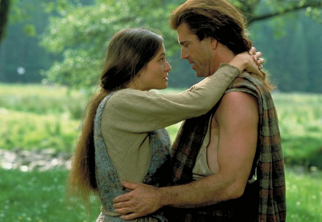 William và Urron - cô gái ông yêu từ khi còn nhỏ quyết định bí mật nhờ một thầy tu làm phép kết hôn và giữ kín với tất cả mọi người.