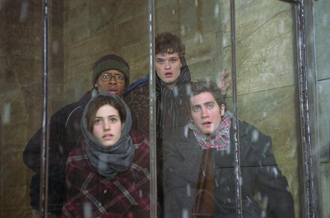 Tại New York, Sam - con trai Tiến sĩ Jack, cùng vài người bạn bị mắc kẹt trong thành phố khi những con sóng lớn tràn vào, nhấn chìm và đóng băng tất cả.