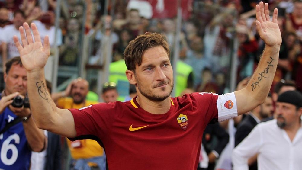 Totti trong ngày chia tay Roma trên tư cách cầu thủ.