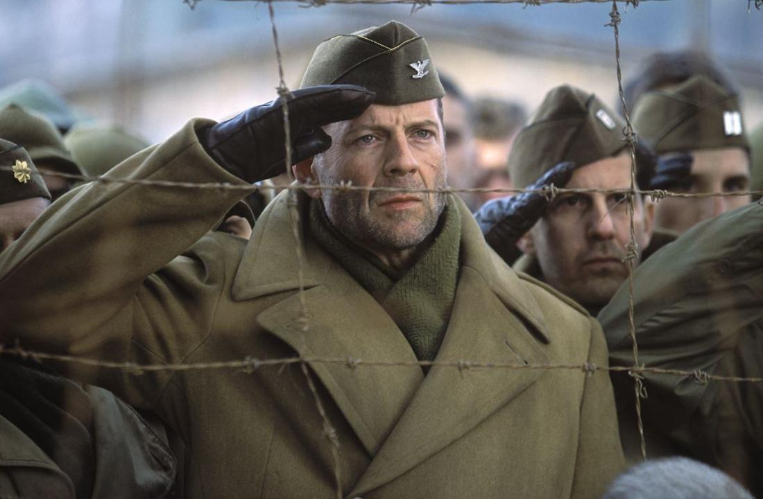 Một cảnh trong phim ''Hart's War''.