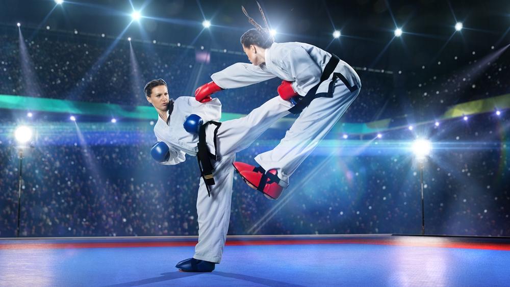 Trong Karate còn có các kỹ thuật đấm móc, các kỹ thuật đấm đá liên hoàn, các đòn khóa, chặn, né, quật ngã và những miếng đánh vào chỗ hiểm.