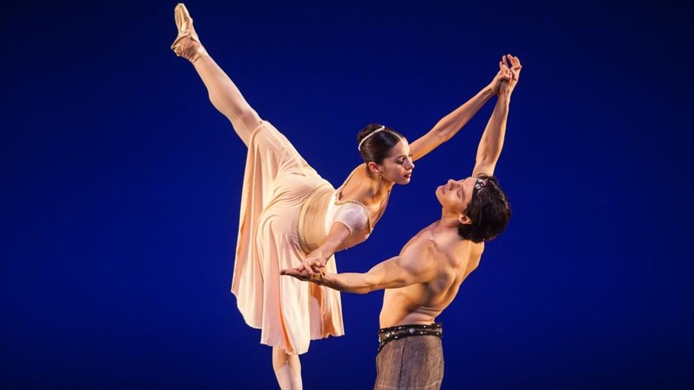Hiện nay trên internet có rất nhiều kênh dạy và học nhảy hiện đại rất hiệu quả.
