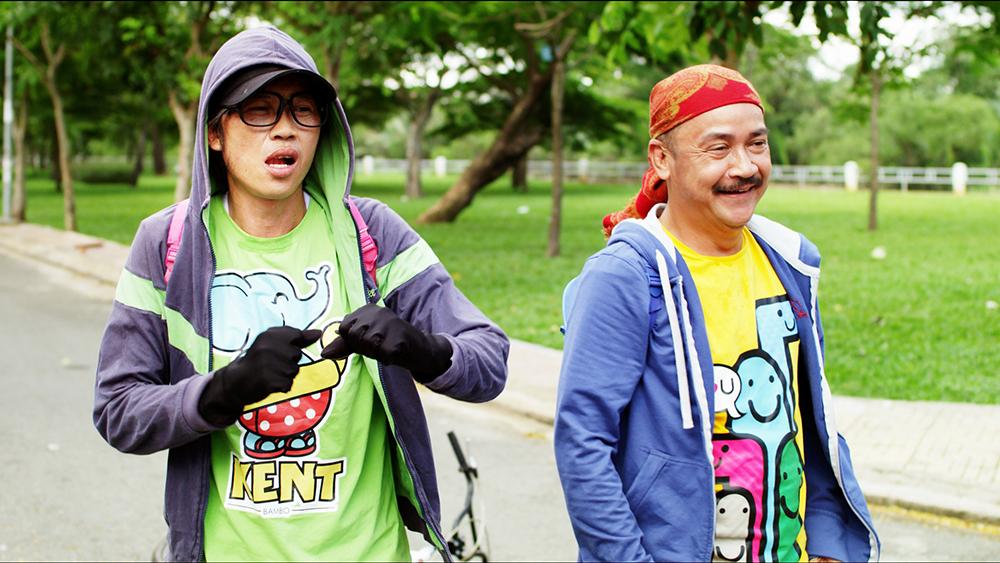 Vác cặp đi học, nhưng những cuộc đụng độ vẫn xảy đến liên tục với Lai và Sang