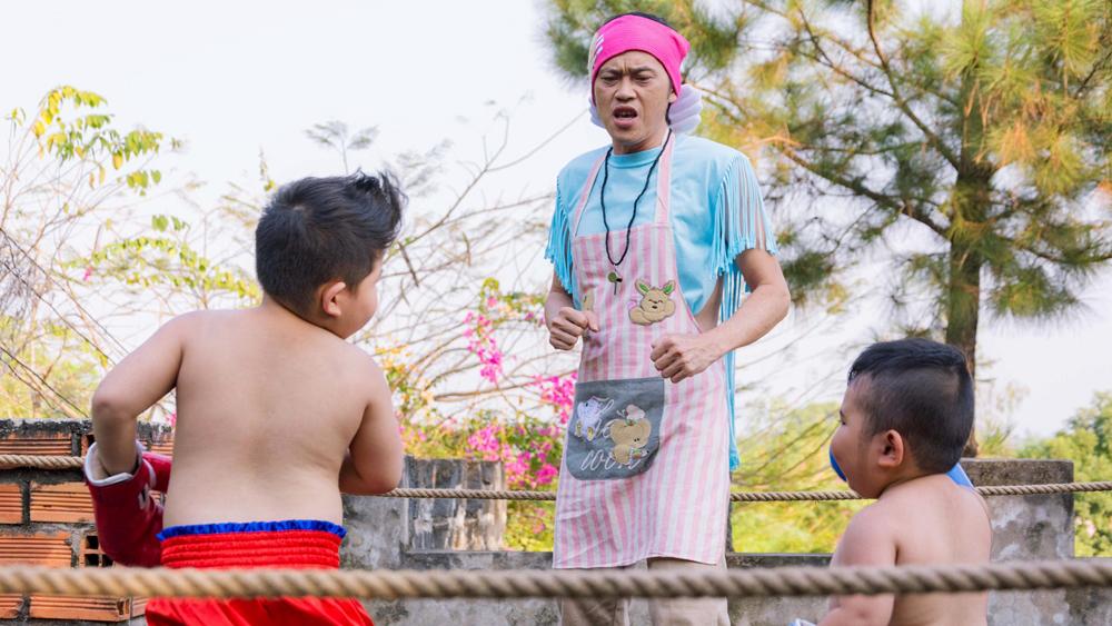 Với tình thương dành cho bọn trẻ, ông Tư Vui đã vạch ra đủ kế sách để chỉ dạy cho 3 nhóc tì cách trốn thoát...