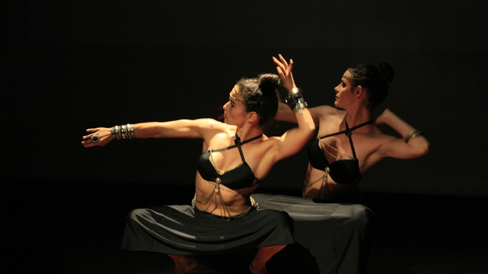 Học múa bụng - belly dance giúp điều chỉnh tư thế, phong thái và sự mềm dẻo của cơ thể hiệu quả.