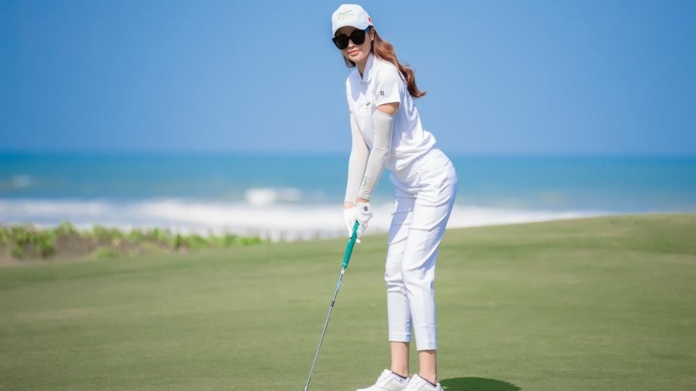Golf là bộ môn thể thao giải trí cao cấp đang ngày càng trở nên phổ biến và được nhiều người yêu thích.