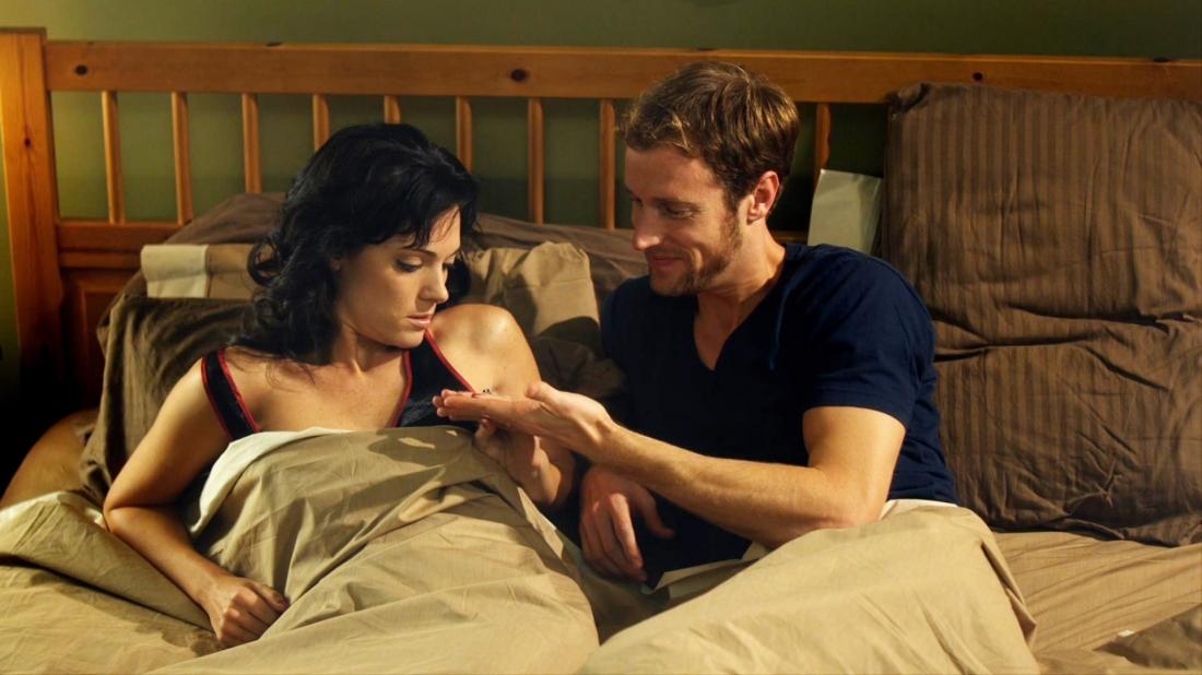 Brendan muốn tìm cách cứu vãn cuộc hôn nhân 8 năm đang nguội lạnh của mình và việc đầu tiên là làm sạch đôi tay bẩn mà vợ anh vẫn hay phàn nàn mỗi khi gần gũi.