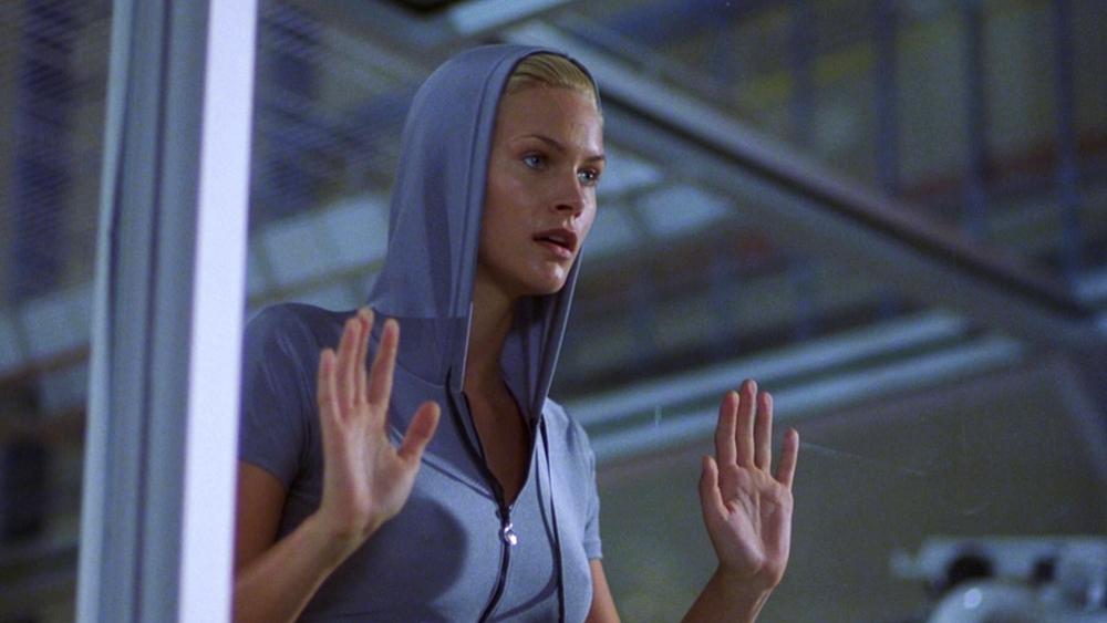 Natasha Henstridge trong vai Eve