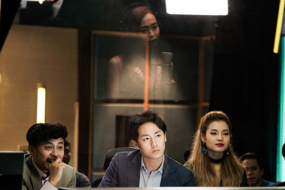 Tình cờ biết được Duy Khang và Jolie chỉ lợi dụng giọng hát của mình để được nổi tiếng, Hà My quyết định mạo hiểm thực hiện một cuộc đại phẫu, thay đổi toàn bộ diện mạo.