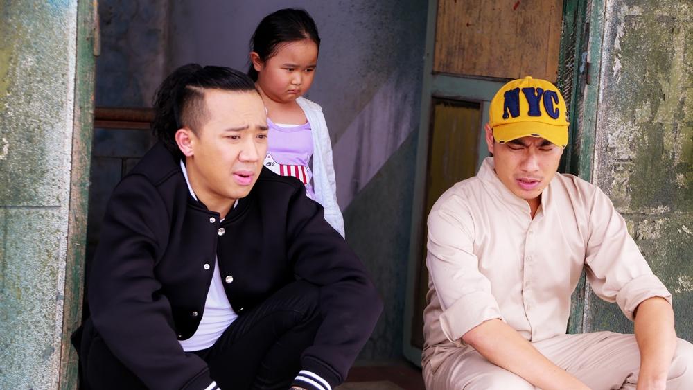 Tuấn và Thành đang bàn kế hoạch giải cứu mẹ Mưa