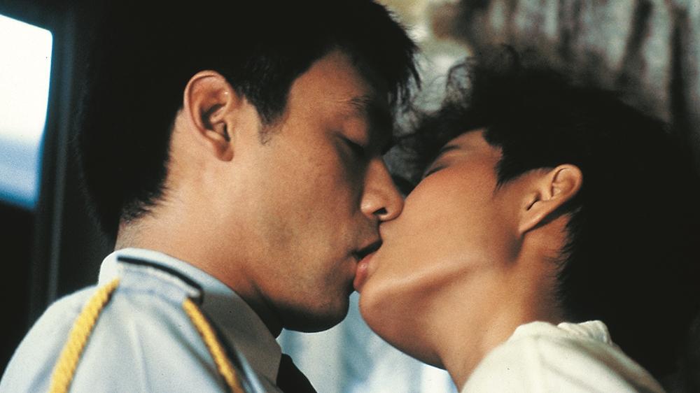 Trải qua bao hoàn cảnh éo le, hiểm nguy, tình yêu trong họ mới chớm nở thì chồng Nại Đông trở về...