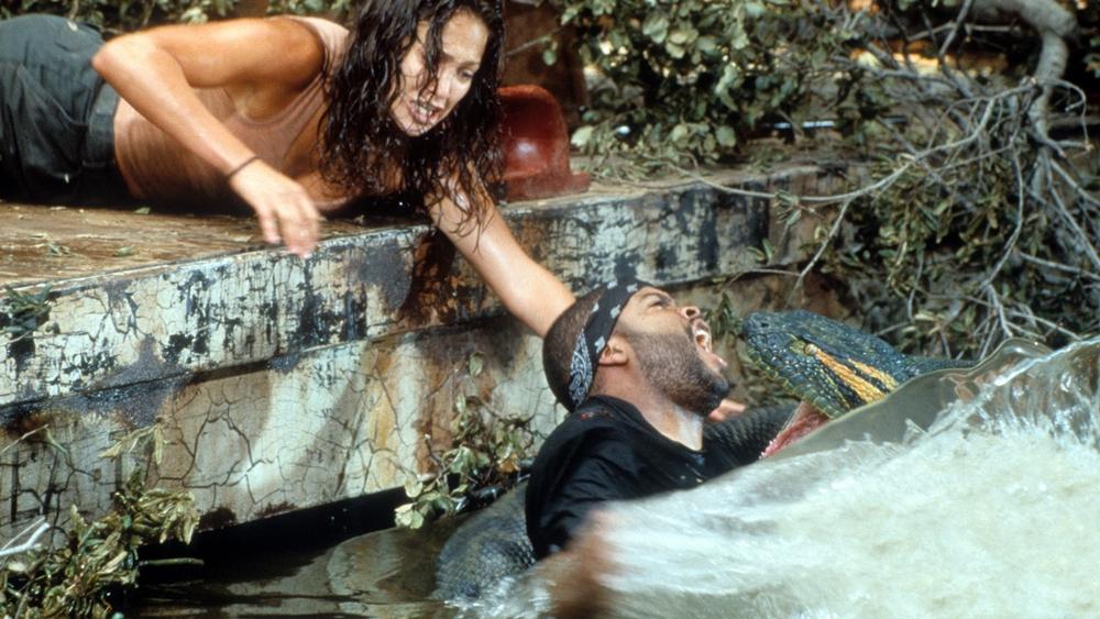Đoàn làm phim của nữ đạo diễn Terri Flores sớm phải đối mặt với loài trăn Nam Mỹ khổng lồ tại Amazon.