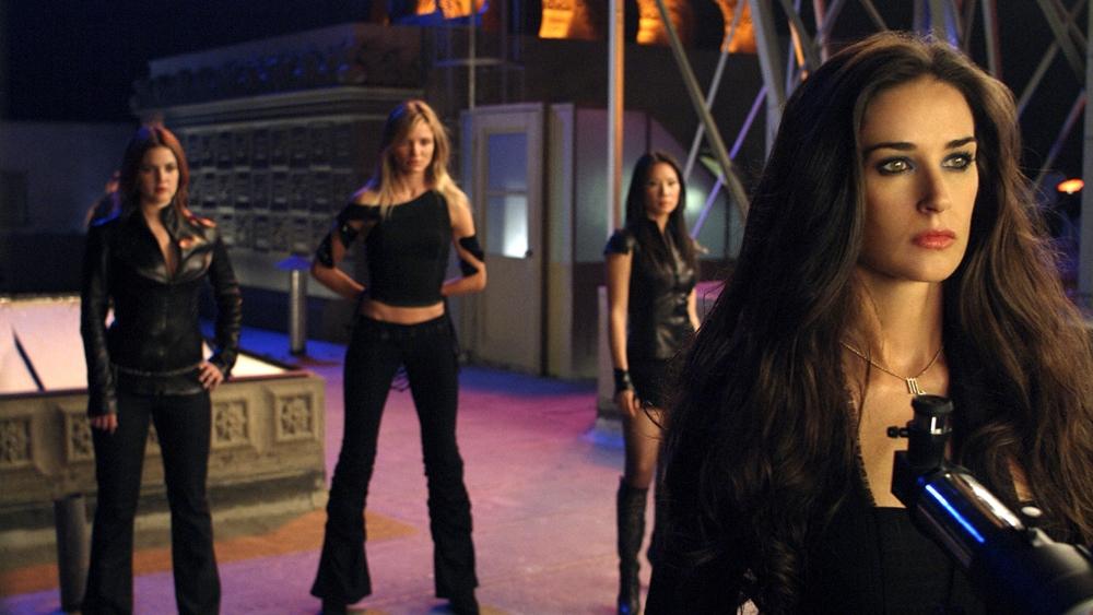 Đối thủ của họ trong phần này là ''thiên thần sa ngã'' Madison Lee.