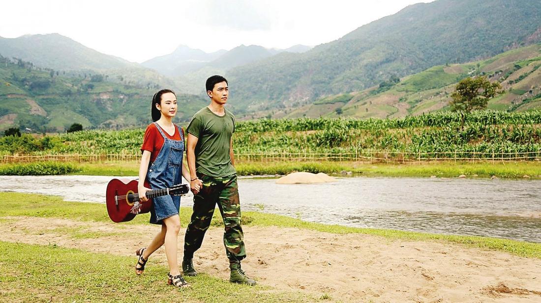 Khi tiểu đội công binh của Bách đến giúp người dân Tà Lung rà phá bom mìn, Hoàng Bách tình cờ gặp lại Phong Linh.