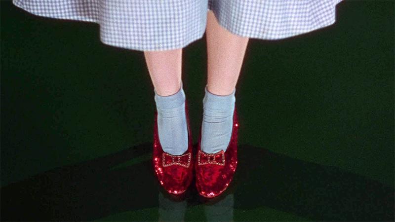 Đôi Giày Đỏ